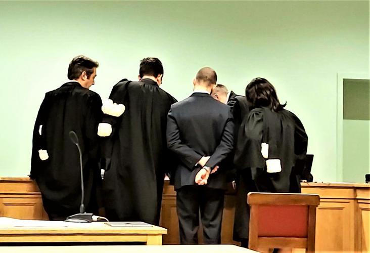 Onze advocaat toont undercoverbeelden aan de rechter.