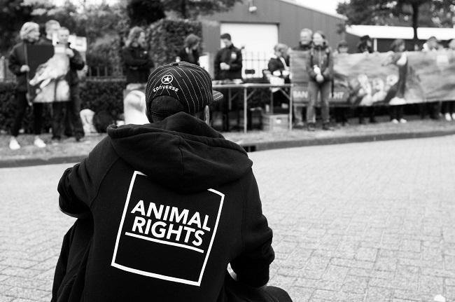 Animal Rights demonstreerde tegen de vergassingen.